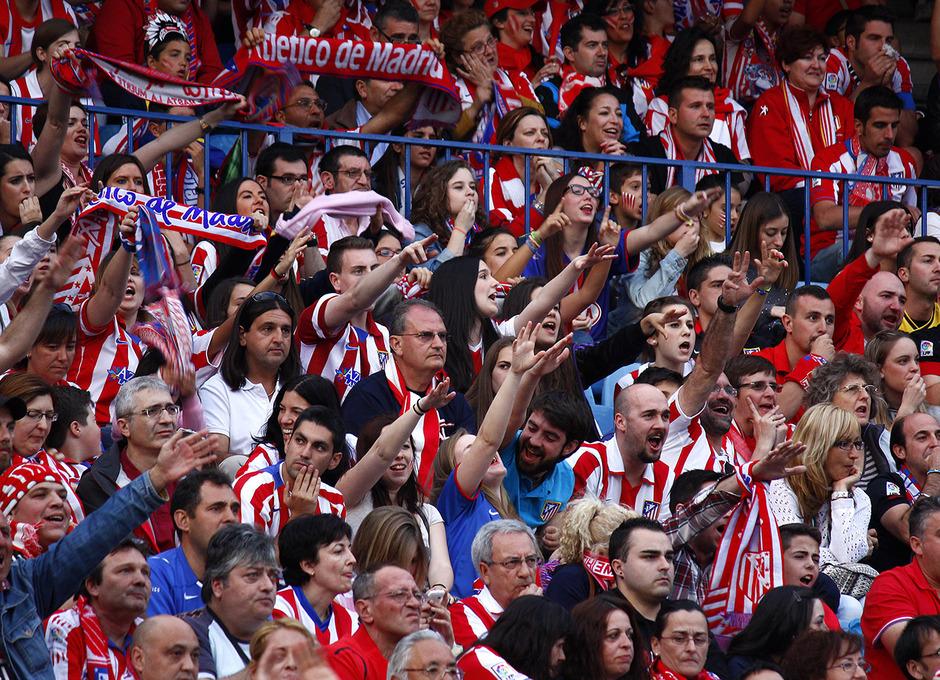 Temporada 13-14. Aficionados en el Vicente Calderón durante la Final de Champions. Foto: A. M.