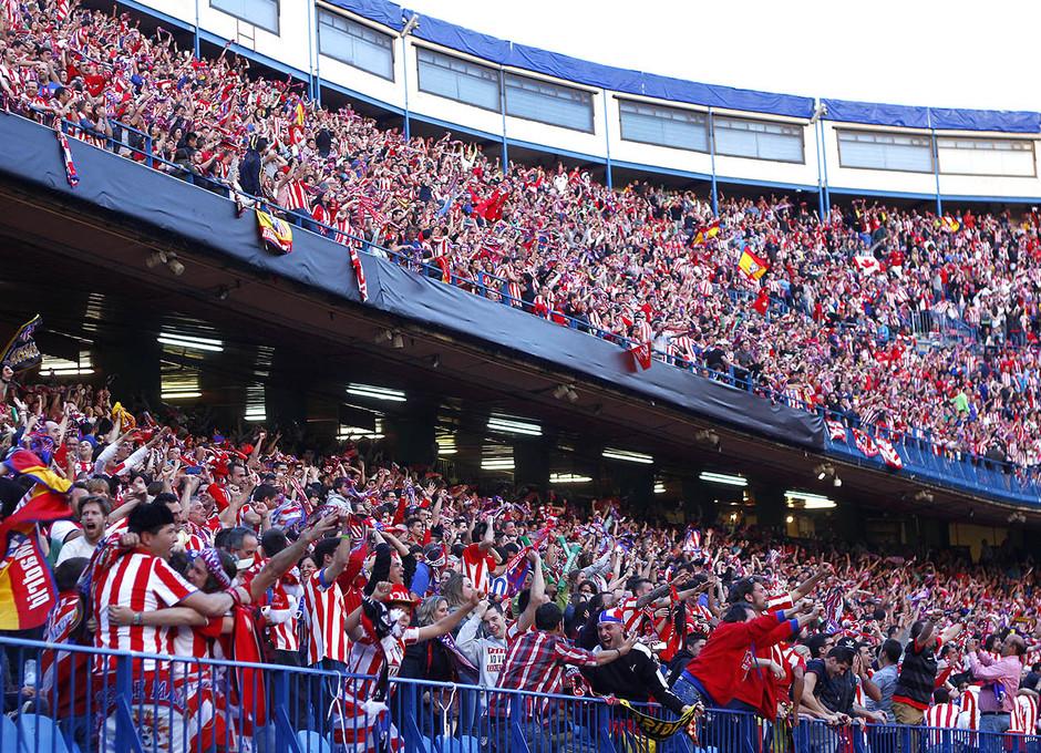 Temporada 13-14. Gradas llenas deñ Vicente Calderón repletas de aficionados durante la Final de Champions. Foto: A. M.