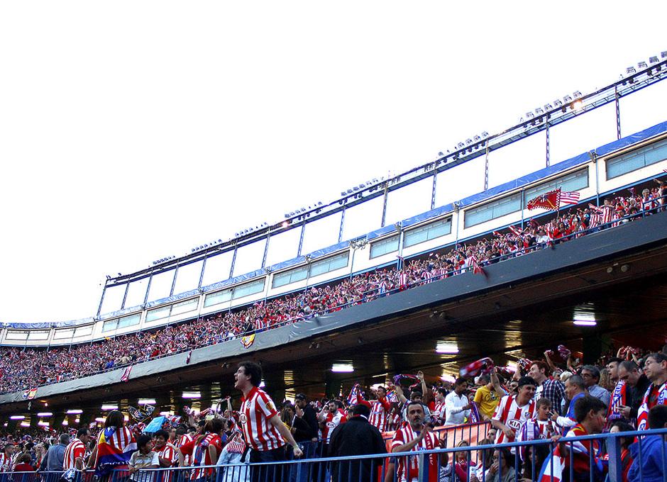Temporada 13-14. Aficionados animando en el Vicente Calderón durante la Final de Champions. Foto: A. M.