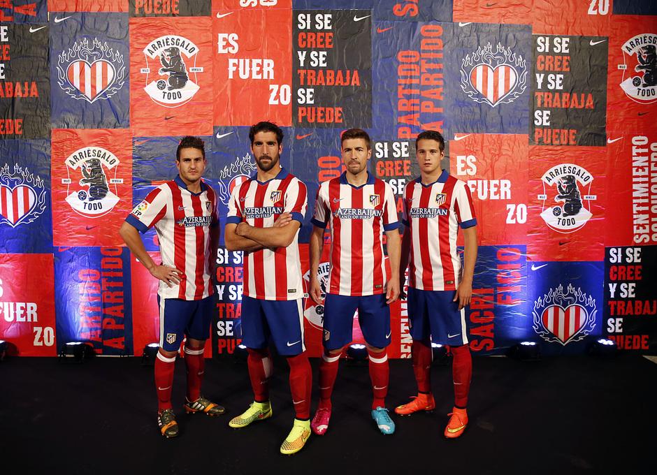 Temporada 14-15. Presentación nueva camiseta. Koke, Raúl García, Gabi y Manquillo posando. Foto: A. G.