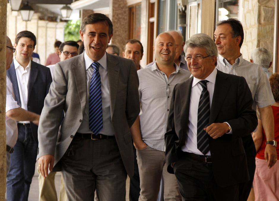 Enrique Cerezo, en la visita institucional a la Catedral de El Burgo de Osma