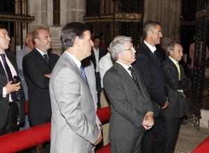 Enrique Cerezo y Miguel Ángel Gil, en primer término, en la visita a la Catedral de El Burgo de Osma