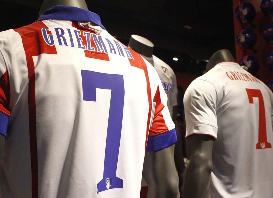 buy popular 0462e 86527 Club Atlético de Madrid - Griezmann now wears the read and white
