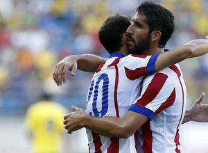 Pretemporada 2014-15. Cádiz - Atlético de Madrid. Trofeo Ramón de Carranza. Juanfran abrazando a Raúl García.