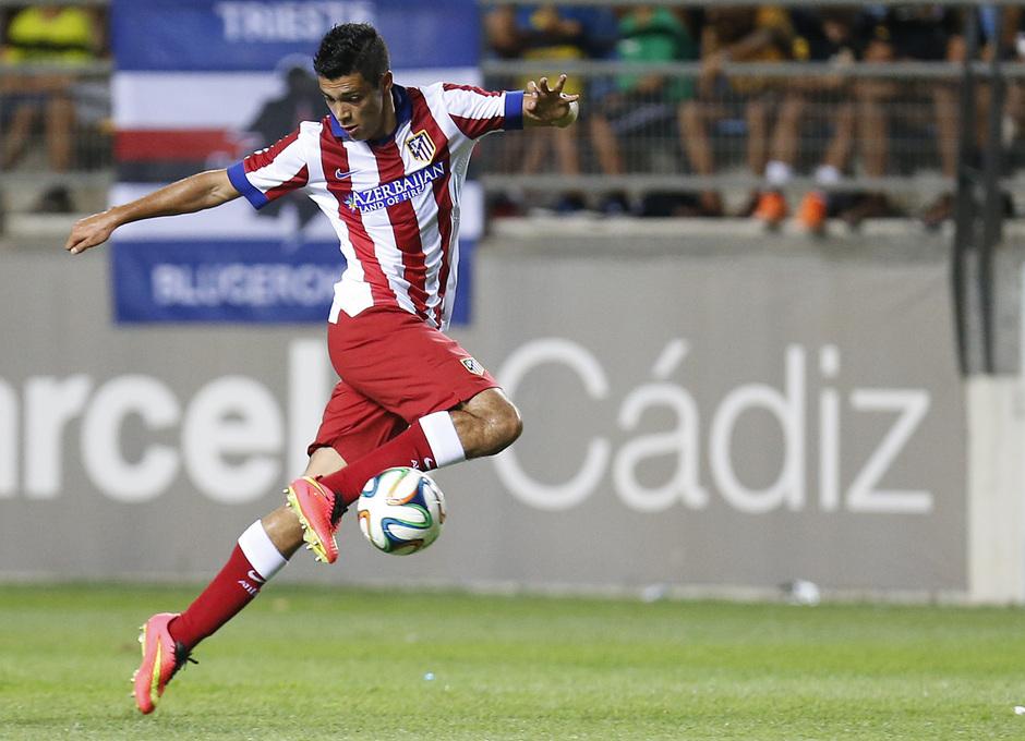 Pretemporada 2014-15. Atlético de Madrid - Sampdoria. Trofeo Ramón de Carranza. Jiménez controlando el esférico.