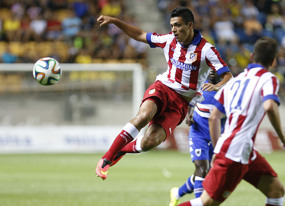 Pretemporada 2014-15. Atlético de Madrid - Sampdoria. Trofeo Ramón de Carranza. Jiménez, muy activo en su debut.