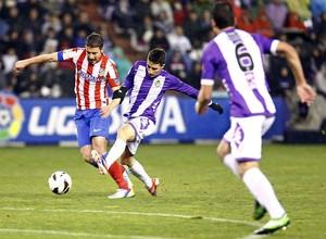 Temporada 2012-13. Gabi pugna por un balón en el José Zorrilla de Valladolid