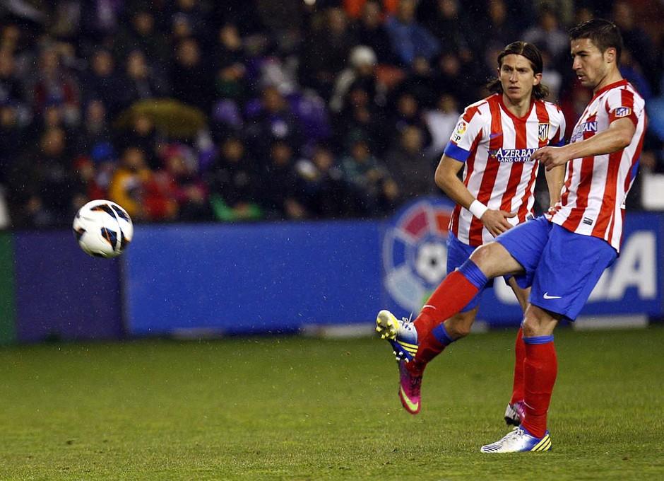 Temporada 2012-13. Gabi golpea el balón en el José Zorrilla de Valladolid