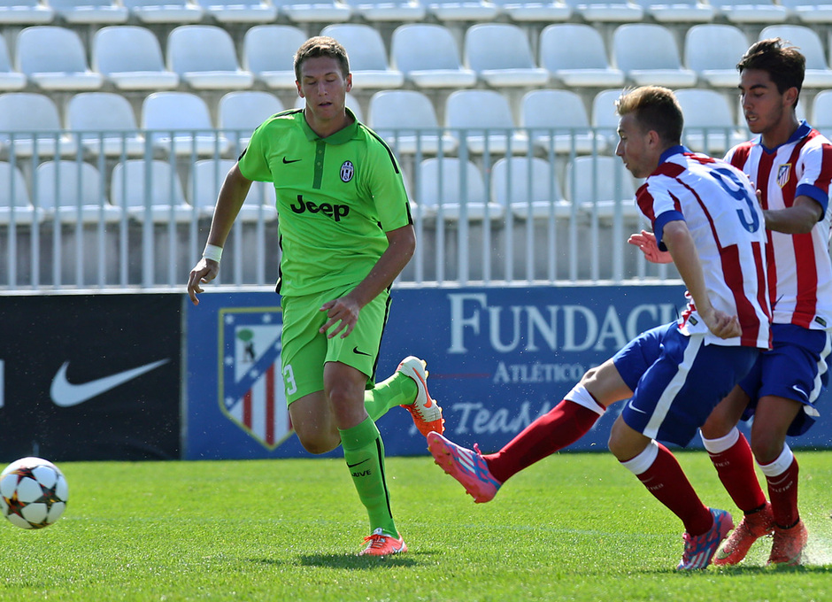 UEFA Youth League | Atlético - Juventus. Rober dispara a portería.