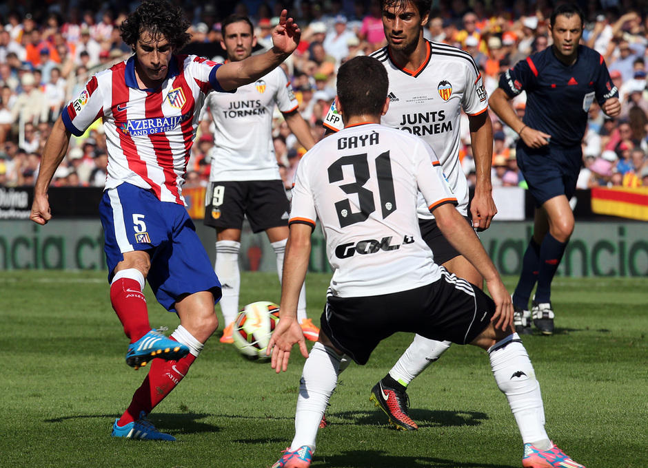Temporada 14-15. Jornada 7. Valencia-Atlético de Madrid. Tiago remata desde la frontal.