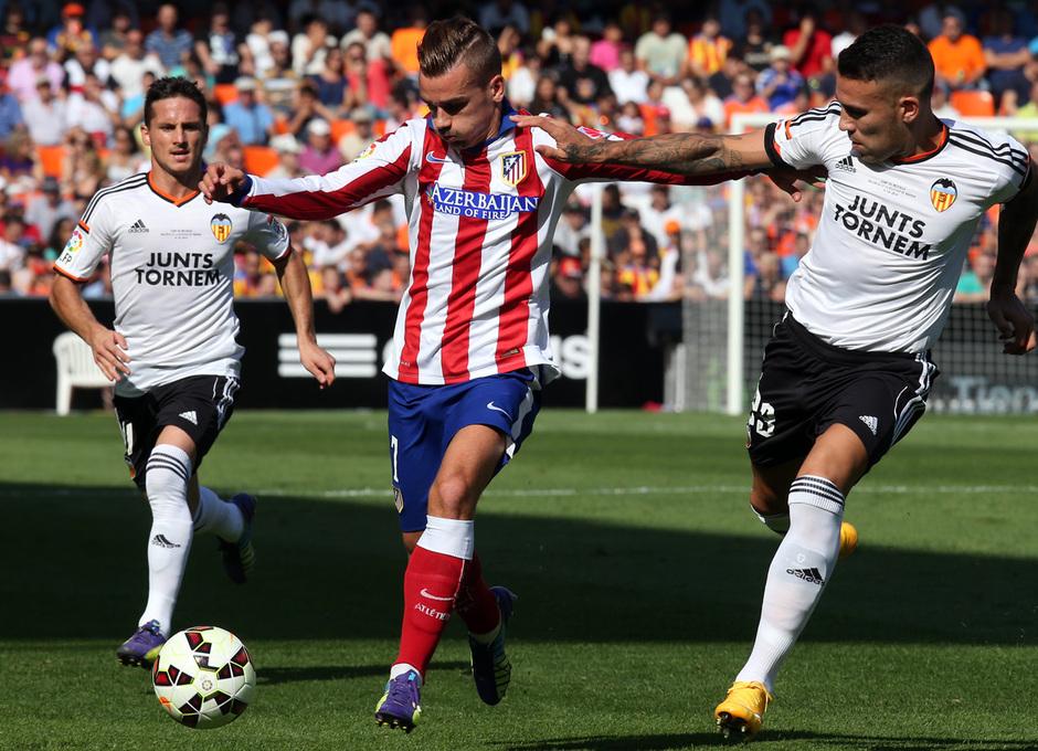 Temporada 14-15. Jornada 7. Valencia-Atlético de Madrid. Griezmann prepara el disparo a puerta.