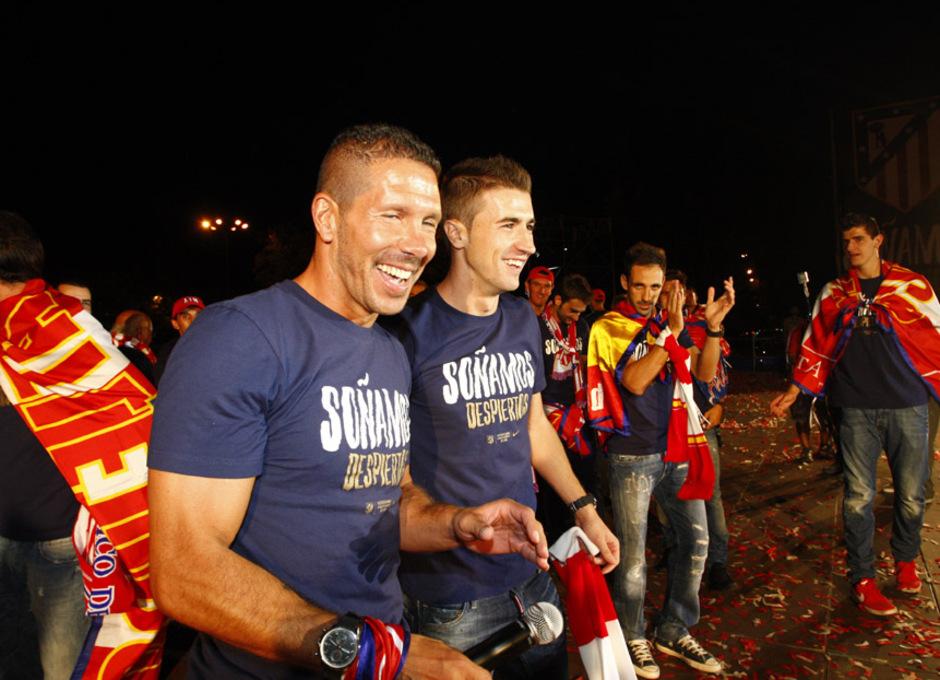 Simeone celebra la Supercopa de Europa 2012 en la plaza de Neptuno