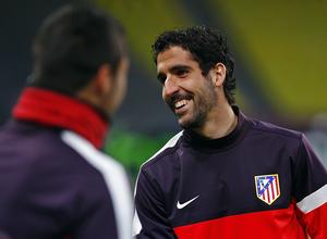 Raúl García sonríe en un instante del entrenamiento del Atlético en el estadio Luzhniki de Moscú.