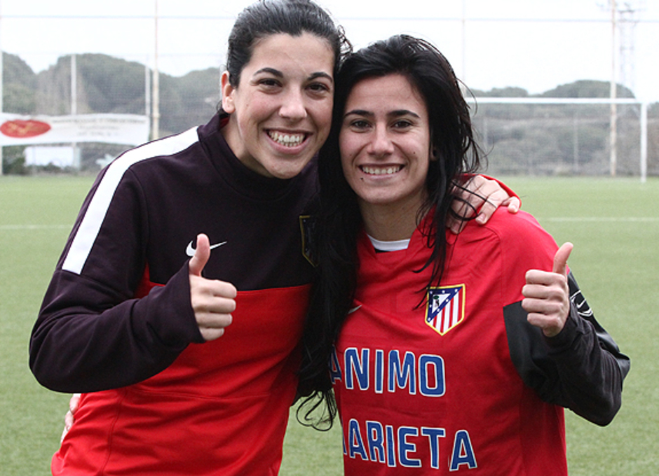 Temporada 2012/13. Marieta posa con una compañera.