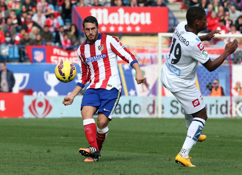 temporada 14/15. Partido Atlético de Madrid Deportivo. Koke con el balón durante el partido