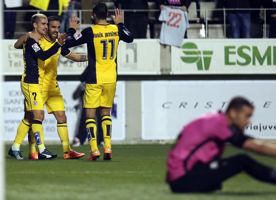 Temporada 14-15. Copa del Rey. L'Hospitalet - Atlético de Madrid. El equipo, una piña tras el primer gol del encuentro.