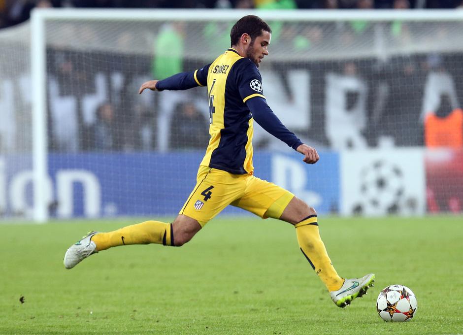Temporada 14-15. Juventus-Atlético. Mario Suárez se dispone a golpear el esférico. Foto: Ángel Gutiérrez