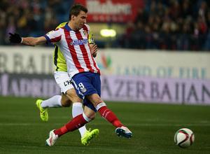 Temporada 14-15. 1/16 Copa del Rey. Atlético de Madrid-L'Hospitalet. Mandzukic remata a portería en el primer gol.
