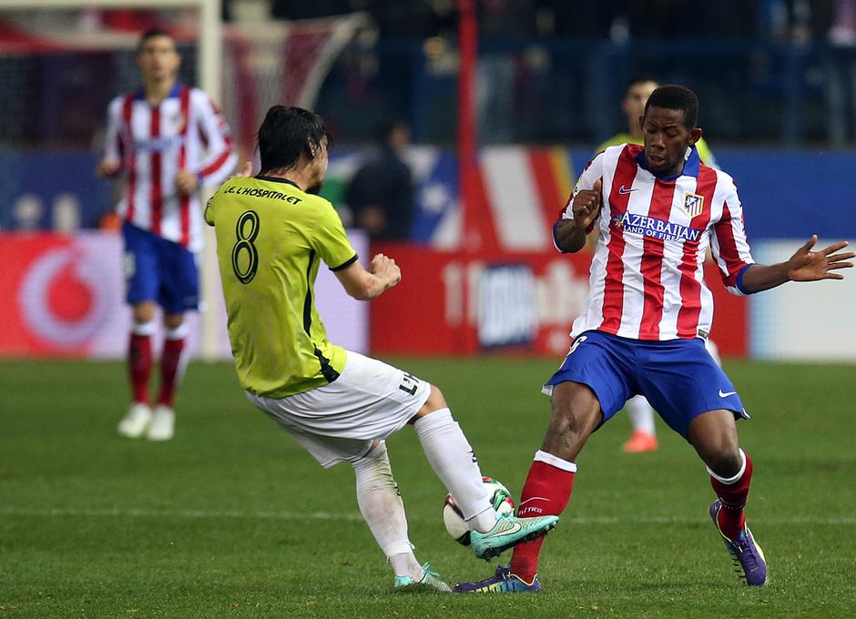 temporada 14/15. Partido Atlético de Madrid Hospitalet. Keita luchando un balón durante el partido