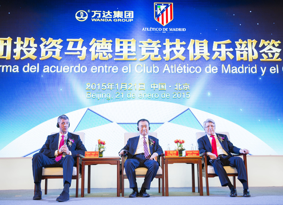 Miguel Angel Gil, Enrique Cerezo y Wang Jianlin durante la rueda de prensa en Beijing