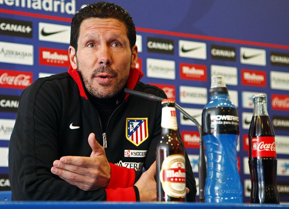 Temporada 12/13. Rueda de prensa. Simeone hablando durante la rueda de prensa en estadio Vicente Calderón