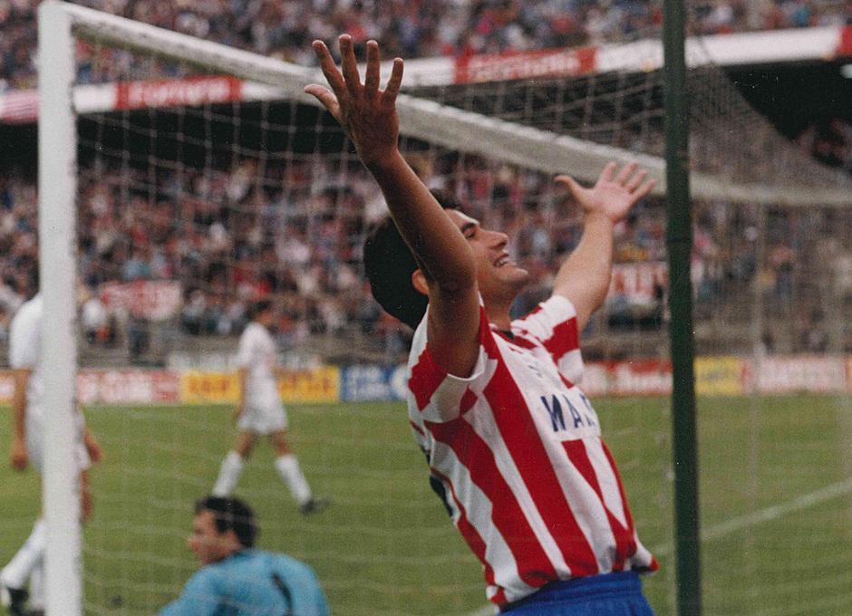 Manolo celebra un gol en los 90