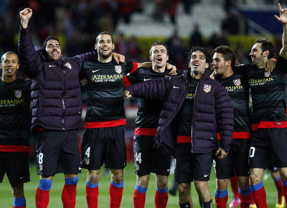 Varios jugadores celebran el pase a la final de Copa