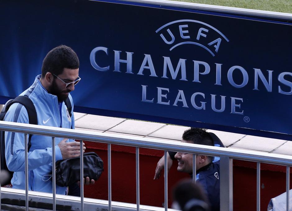 Temporada 14/15. Entrenamiento en el estadio Vicente Calderón. Arda  durante el entrenamiento