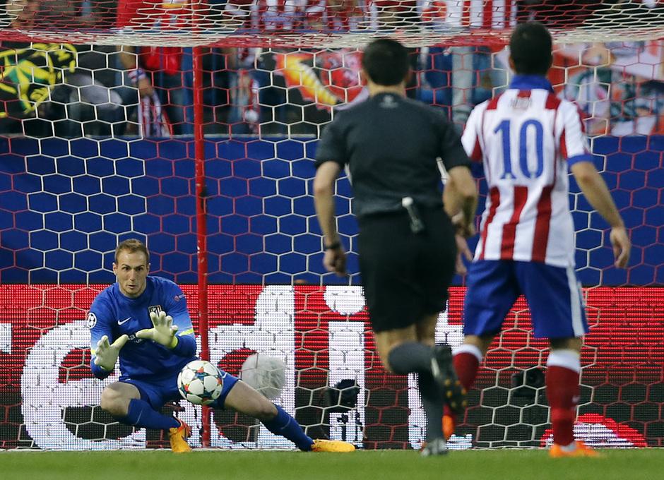 Temporada 14-15. Cuartos de final de la Champions League. Ida. Atlético de Madrid-Real Madrid. Oblak ataja el balón