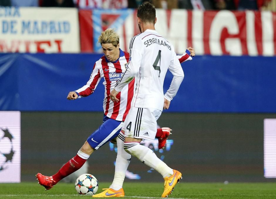 temporada 14/15. Partido Atlético de Madrid Real Madrid. Champions League. Torres con el balón durante el partido