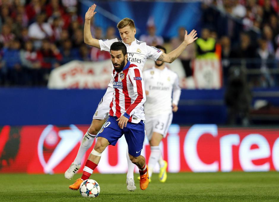 temporada 14/15. Partido Atlético de Madrid Real Madrid. Champions League. Arda con el balón durante el partido