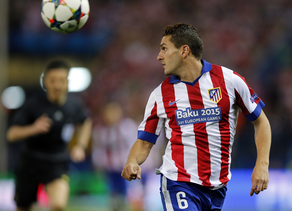 temporada 14/15. Partido Atlético de Madrid Real Madrid. Champions League. Koke con el balón durante el partido