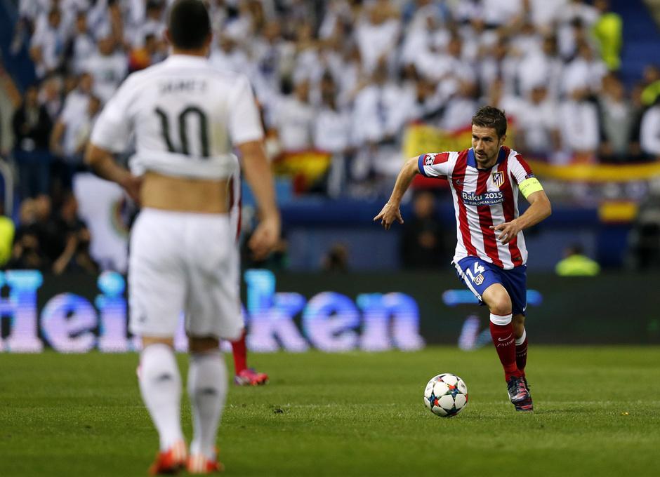 temporada 14/15. Partido Atlético de Madrid Real Madrid. Champions League. Gabi con el balón durante el partido