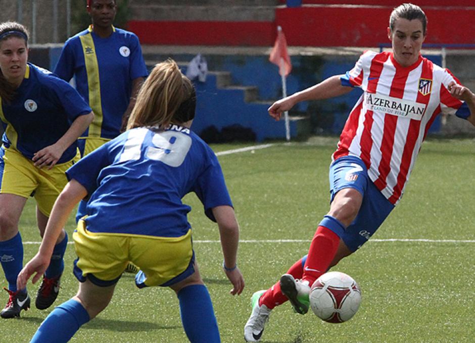 Temporada 2012-2013. Prscila durante un lance de juego ante el Levante Las Planas
