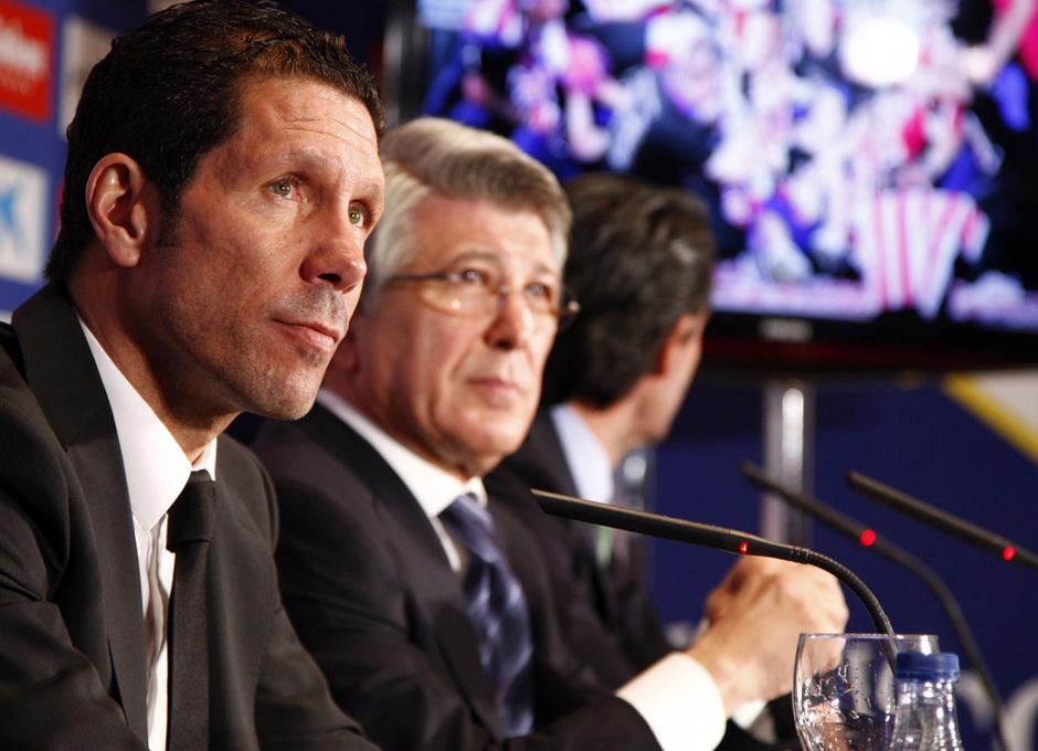 Temporada 12/13.Renovación de Simeone. Acto de renovación hasta 2017 en el estadio Vicente Calderón