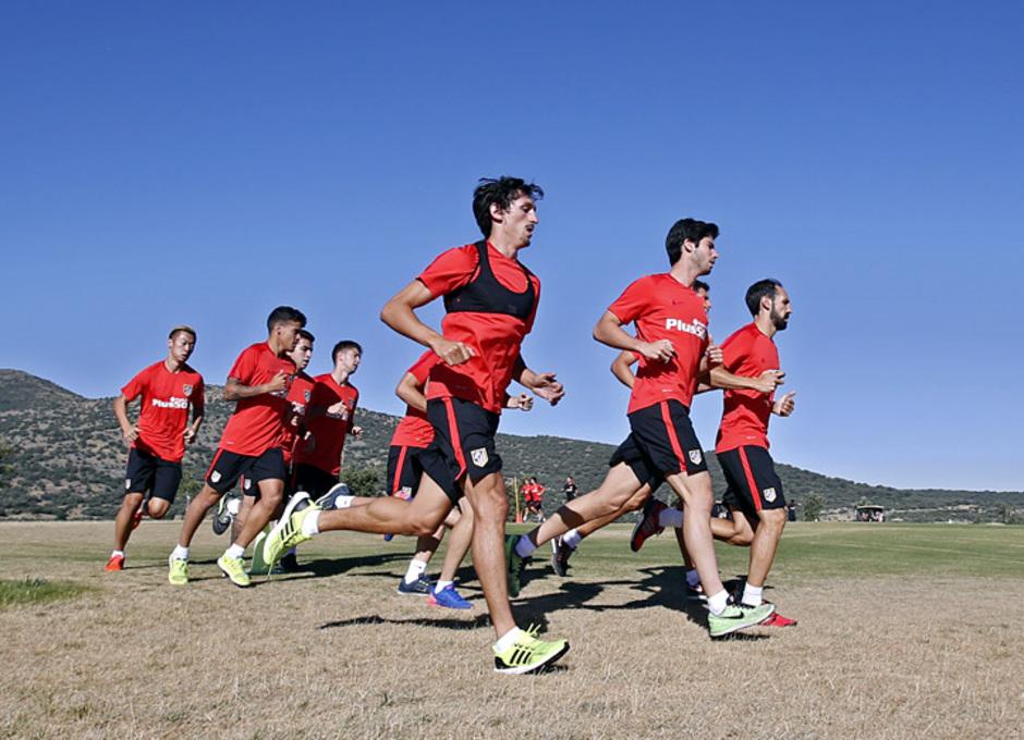 temporada 15/16. Entrenamiento en los Ángeles de San Rafael. Jugadores corriendo durante el entrenamiento