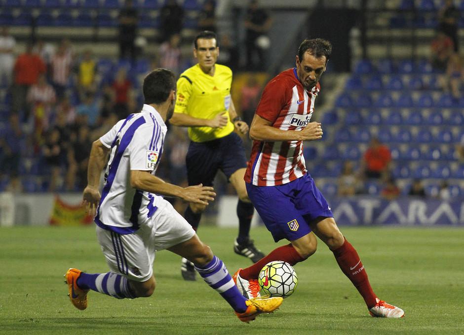 Partido amistoso Atlético de Madrid - Real Sociedad. Godín roba un balón