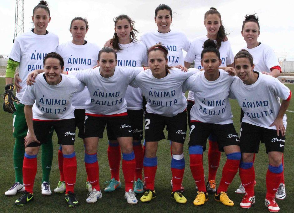 Temporada 2012-2013. El once inicial posa con camisetas de apoyo a Paulita