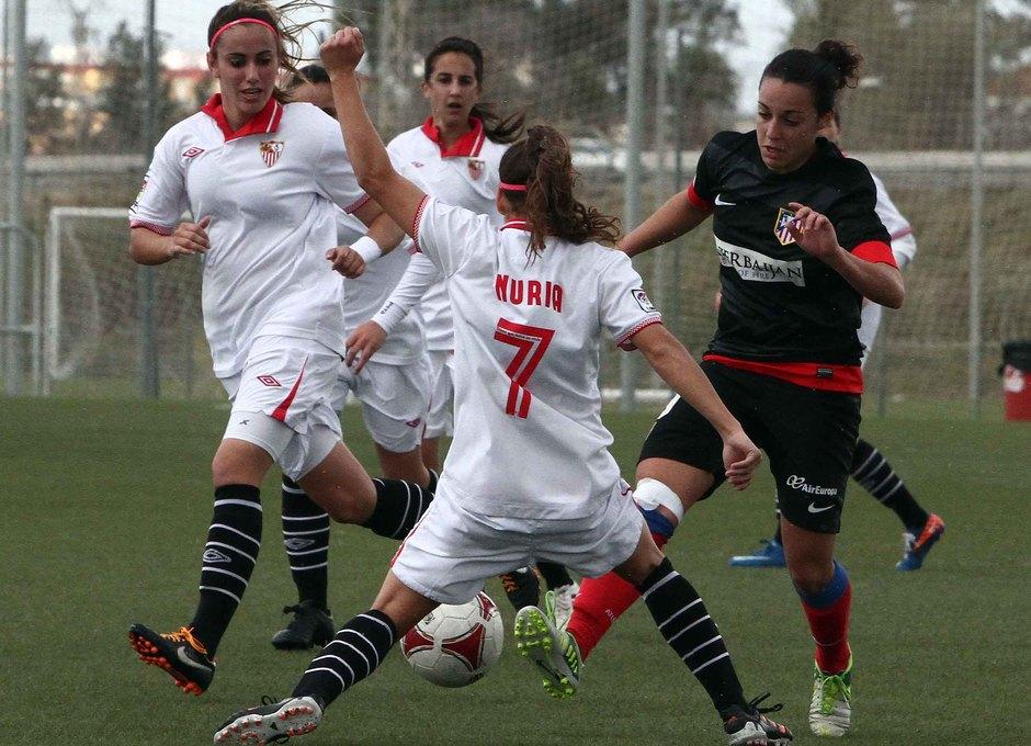 Temporada 2012-2013. Serrano ante varias adversarias hispalenses