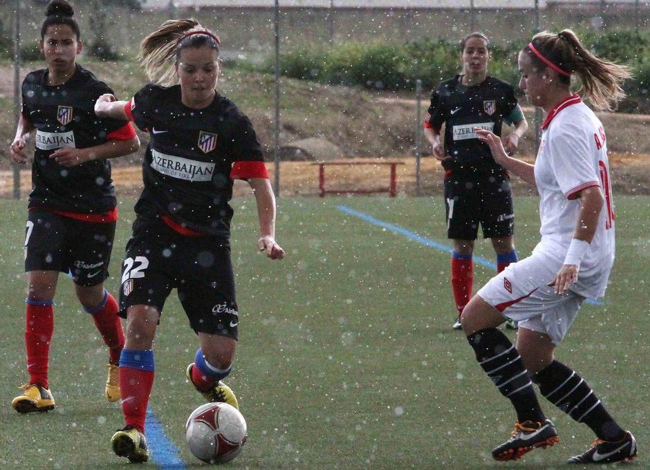 Temporada 2012-2013. Claudia bajo una intensa lluvia