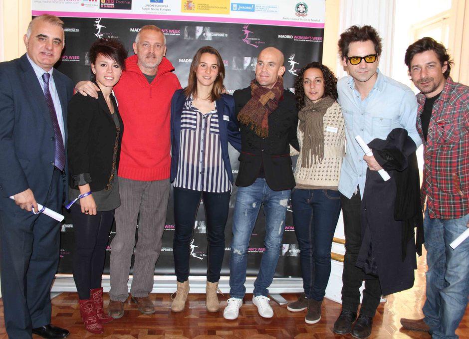 Temporada 2012-2013. Amanda, Priscila y Serrano posan con cantantes, actores y periodistas