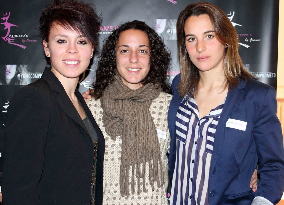 Temporada 2012-2013. Amanda, Priscila y Serrano posan para las cámaras