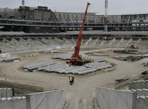 Vista general de las obras del Nuevo Estadio desde la salida del fondo norte