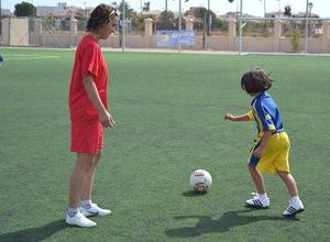 Temporada 2012-2013. Priscila enseña a las más pequeñas en su Campus