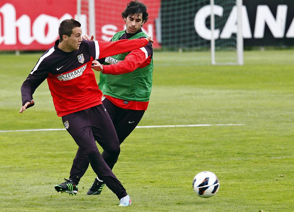 Temporada 12/13. Entrenamiento,Tiago y Manquillo luchando un balón en el entrenamiento en la Ciudad Deportiva de Majadahonda