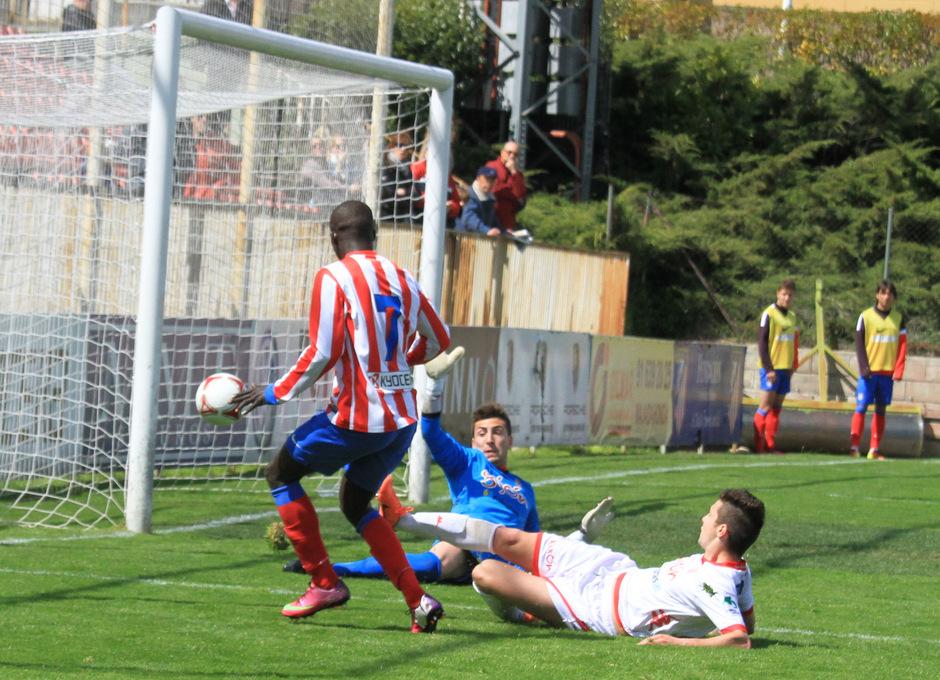 Ndoye marca el gol del empate para el Atlético B frente al Sporting B