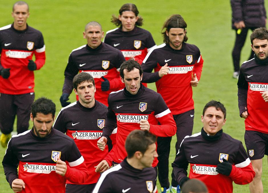 Un grupo de jugadores del Atlético hace carrera continua en Majadahonda en Viernes Santo