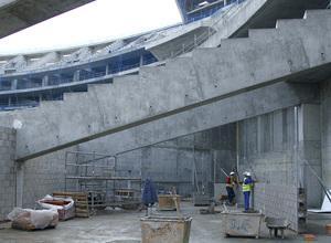 Nuevo estadio. Espacios para instalaciones y almacenes bajo la grada baja