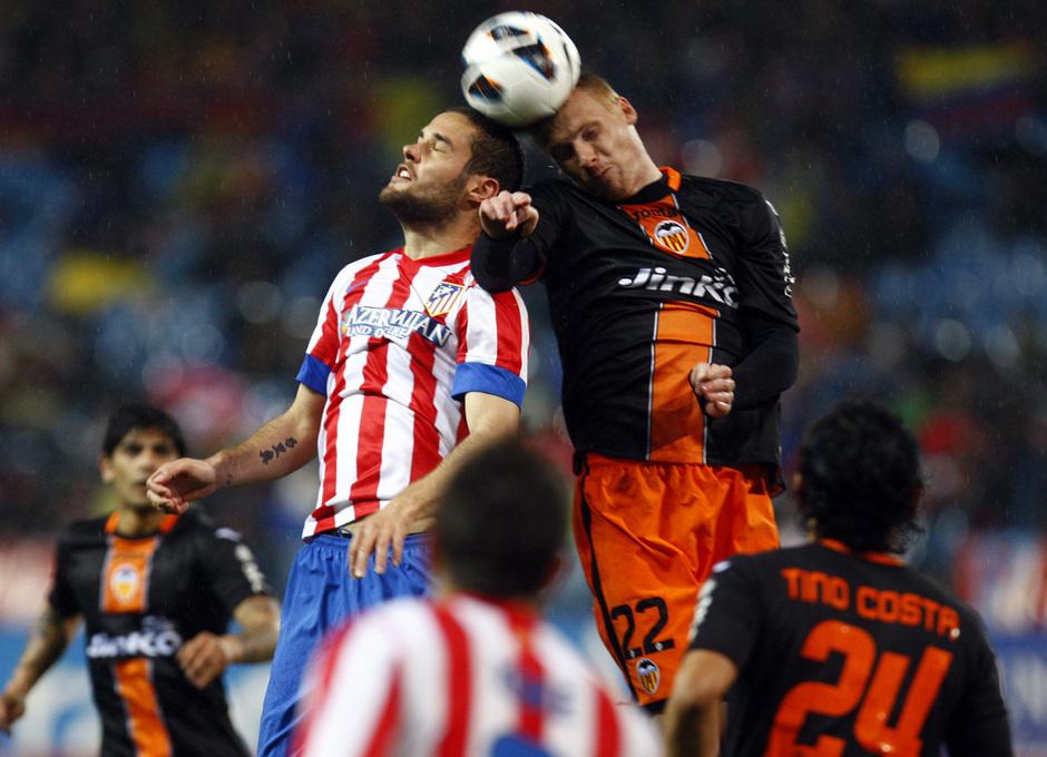 Temporada 12/13. Partido Atlético de Madrid Valencia. Mario rematando de cabeza