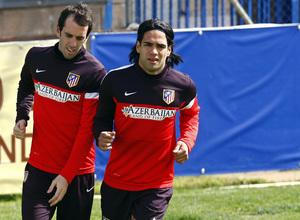 Temporada 12/13. Entrenamiento, Falcao y Godín corriendo durante el entrenamiento en la Ciudad Deportiva de Majadahonda